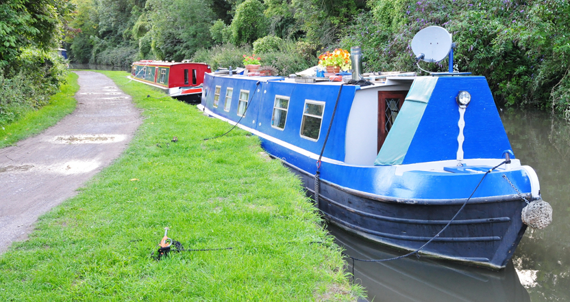 HOUSEBOAT AND BARGE SERVICING